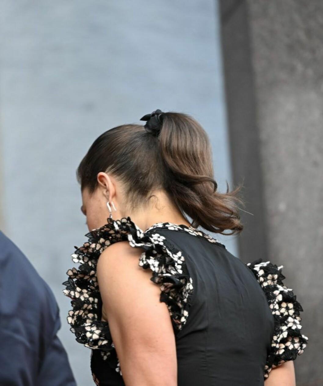 Kronprinsessan Victoria i sin vackra klänning från H&M.