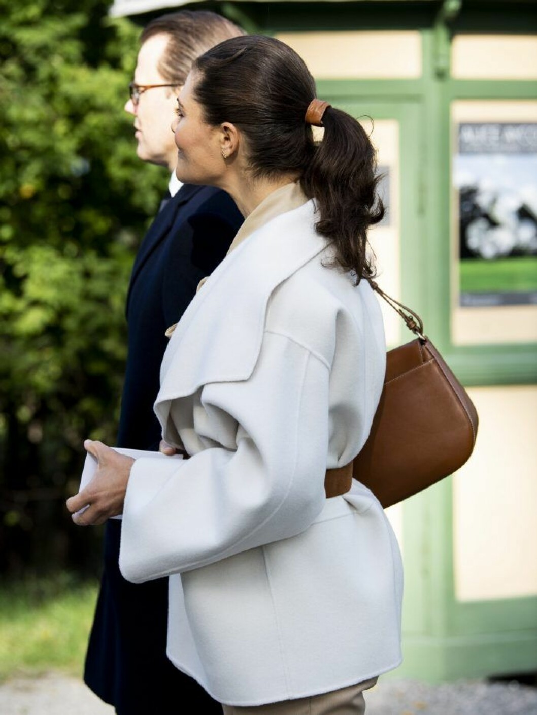 Kronprinsessan Victoria med håret uppsatt i en hästsvans.