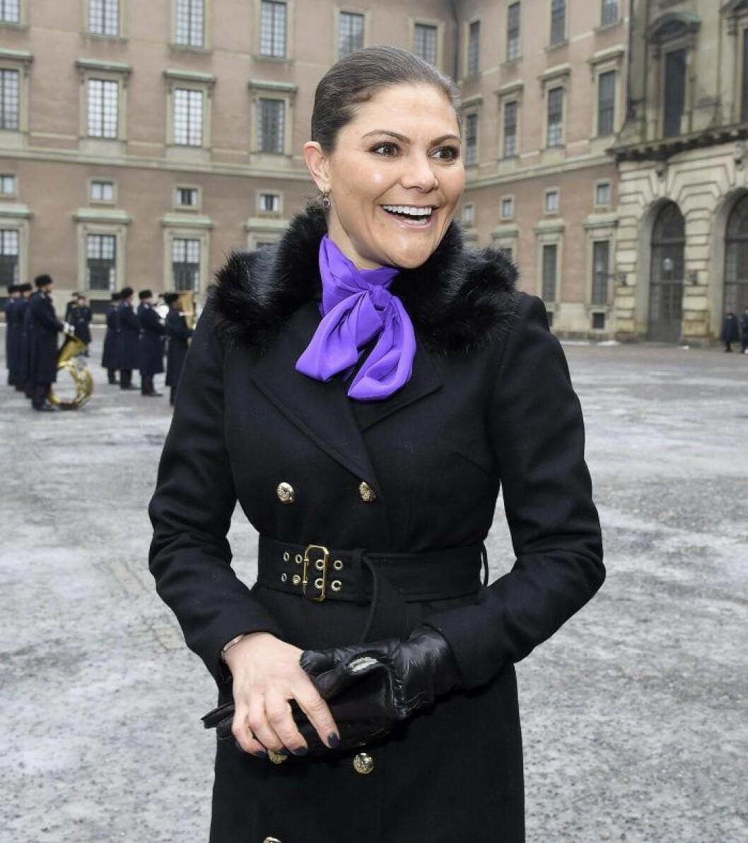 Kronprinsessan Victoria i kappa från Ida Sjöstedt.