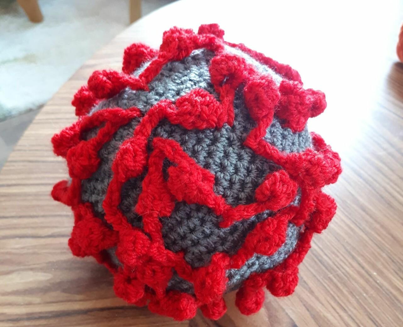 Virkade coronabollen Virkus ska hjälpa barn att förstå coronavirus.