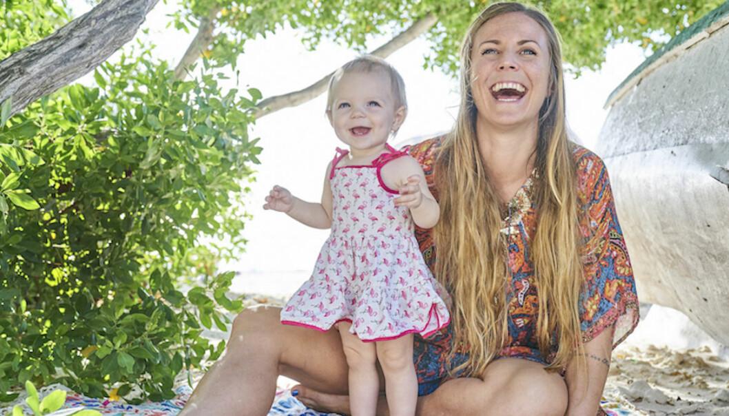 Yoga Girl med dottern Lea Luna på ön Aruba.