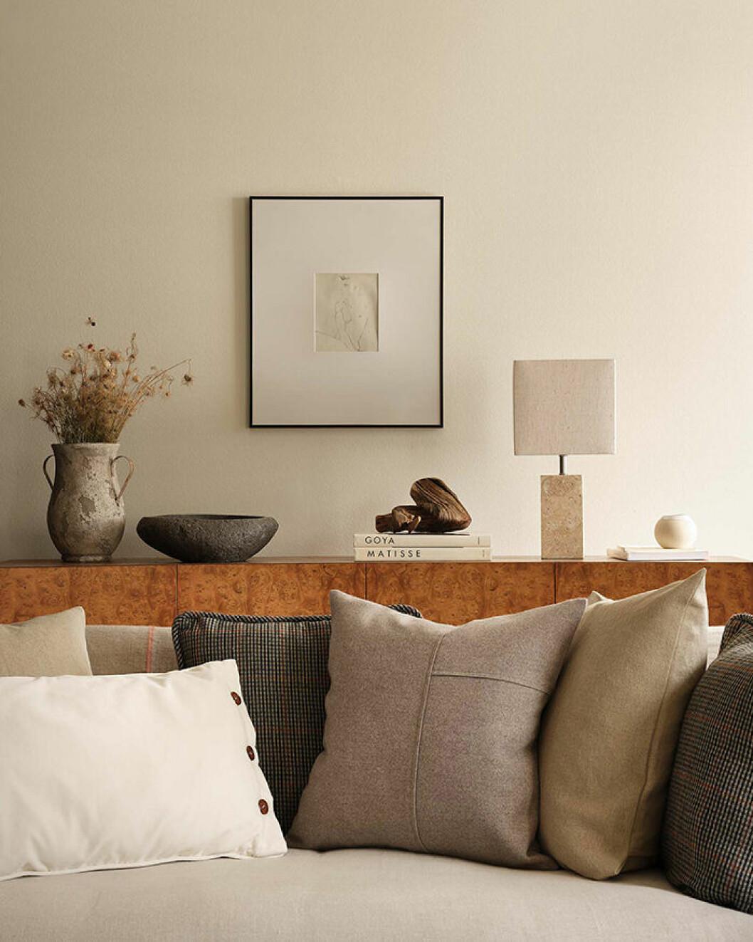 Kuddar i beige och naturfärgat hos Zara Home i höst